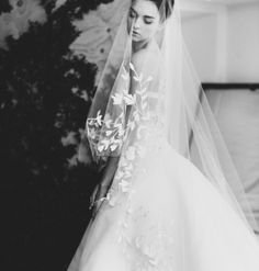 Pin for Later: 13 Latino Bridal Designers You Should Consider Wearing at Your Wedding Carolina Herrera Latin Wedding, Wedding Veil, Wedding Beauty, Dream Wedding, Bridal Veils And Headpieces, Fingertip Veil, York, Carolina Herrera, Designer Wedding Dresses