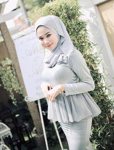 Beautiful Hijab Girl, Beautiful Muslim Women, Kebaya Hijab, Hijab Dress, Moslem, Muslim Beauty, Hijab Fashionista, Indonesian Girls, Girl Hijab