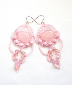 Lampadario rosa in rilievo chiacchierino orecchini di KnotTherapy