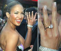 Pin for Later: Die schönsten Eheringe der Stars Jennifer Lopez Jennifer Lopez zeigte stolz ihren Verlobungsring von Ben Affleck im Februar 2003.