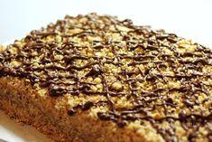 Marlenka je torta, alebo zákusok z medových plátov. Príprava je celkom jednoduchá, podobná ako v recepte na karamelový medovník. Marlenka je veľmi obľúbená hlavne v kaviarniach, ale už ju bežne dostať kúpiť hotovú v predajniach s potravinami. Ale tak prečo si neupiecť voňavú marlenku aj doma?