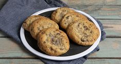 Soft cookies Συνταγή | Άκης Πετρετζίκης Greek Recipes, Raw Food Recipes, Cookie Recipes, Greek Pastries, Soft Chocolate Chip Cookies, Biscuits, Processed Sugar, Cookie Dough, Chips