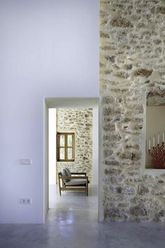 Can Manuel d'en Corda is a contemporary remodel and extension of a traditional stone wall house by Marià Castelló Martínez, on Formentera Island, Spain. Architecture Renovation, Architecture Details, Roof Architecture, Architecture Interiors, Scandinavia Design, Interior And Exterior, Interior Design, Design Art, Interior Stone Walls