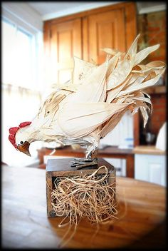 While visiting a friend in Mexico, Bossy's mom made this chicken out of corn husks, and she did it in about two hours and she used the smoky husks from the local bodegas and she is brilliant. Corn Husk Crafts, Homemade Wedding Decorations, Corn Husk Dolls, Gado Gado, Companion Planting, Primitive Crafts, Seasonal Decor, Christmas Holidays, Diy And Crafts