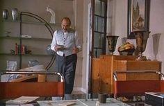 Hercule Poirot in his apartment. Agatha Christie's Poirot, Hercule Poirot, Modern Interior Design, Interior Architecture, Art Deco Living Room, David Suchet, Miss Marple, Art Deco Home, Art Deco Furniture