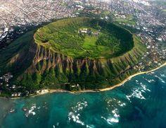 Даймонд Хед – это огромный вулканический кратер, находящийся на гавайском острове Оаху, совсем рядом со столицей Гонолулу 💎