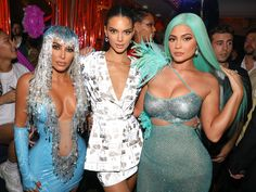Kim Kardashian West, Kendall Jenner, and Kylie Jenner attend Up&Down's Annual Met Gala Party in partnership with Casamigos Tequila. Kourtney Kardashian, Kardashian Jenner, Kardashian Dresses, Kardashian Kollection, Kylie Jenner Met Gala, Kendall Jenner Outfits, Kendall And Kylie, Celebrity Makeup Looks, Celebrity Style