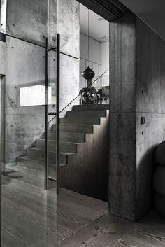 Raw and modern villa in Denmark Concrete Interiors, Companies House, Concrete Architecture, Concrete Houses, Loft Interiors, Staircase Design, Brutalist, Minimal Design, Stairs
