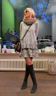There is wonder in most everything we see when were happy. Thigh High Boots, Over The Knee Boots, Boots Style, Street Smart, Fashion Ideas, Fashion Trends, New Trends, Looking For Women, Capsule Wardrobe