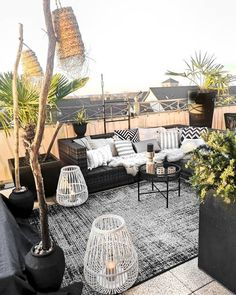 My inspiration: a garden with a black base with a cozy touch. My inspiration: a garden with a black base with a cozy touch. The post My inspiration: a garden with a black base with a cozy N appeared first on garden design ideas. Backyard Hammock, Backyard Patio, Patio Roof, Backyard Landscaping, Outdoor Spaces, Outdoor Living, Outdoor Decor, Balkon Design, Terrace Design