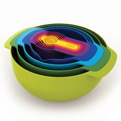 Shop the Nest collection for space-saving kitchenware at Joseph Joseph. Discover a variety of innovative nesting bowls, measuring cups & storage containers. Cool Kitchen Gadgets, Cool Gadgets, Cool Kitchens, Small Kitchens, Dream Kitchens, Retro Kitchens, Cooking Utensils, Kitchen Utensils, Kitchen Tools