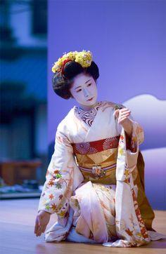 "geisha-kai: ""maiko Shinaju by ONIHIDE on Flickr look at her ship-shaped obidome! """