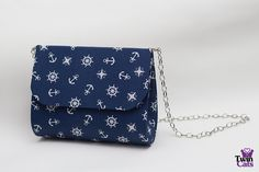 Bolsa em cartonagem feita com tecido 100% algodão com alça de corrente removível e fecho em ímã.