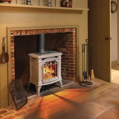 You'll find yourself longing for winter so you have a reason to turn on the beautiful Napoleon Bayfield Direct Vent Gas Stove . Foyer Propane, Propane Fireplace, Wood Fireplace, Fireplace Inserts, Fireplace Design, Fireplace Ideas, Cottage Fireplace, Fireplace Update, Fireplace Remodel