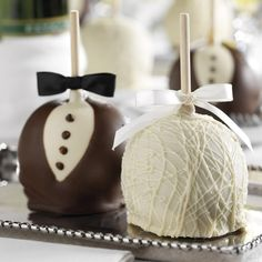 Bride & groom caramel apple wedding favors by Mrs. Prindables - Bride & groom caramel apple wedding favors by Mrs. Wedding Favors And Gifts, Apple Wedding Favors, Wedding Favours For Female Guests, Cookie Wedding Favors, Homemade Wedding Favors, Creative Wedding Favors, Edible Wedding Favors, Beach Wedding Favors, Bridal Shower Favors