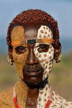 Portrait of Karo tribesman, Lower Omo River, Ethiopia world cultures Black Is Beautiful, Beautiful World, Beautiful People, African Tribes, African Art, 3d Foto, Tribal Face, Arte Tribal, Tribal People