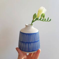 Blue and white ceramics Ceramic Houses, Ceramic Clay, Ceramic Pottery, Pottery Art, Clay Mugs, Japanese Ceramics, Modern Ceramics, White Ceramics, Inspiration Artistique