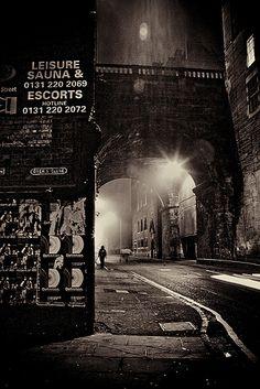 Brick and rain. (Edinburgh - Dead of Night)