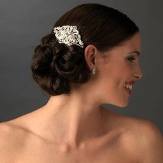 vintage art deco hair comb finishes this soft look