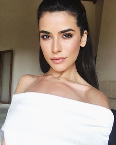 Perfect eyes and perfect makeup Perfect Eyes, Perfect Makeup, Gorgeous Makeup, Beauty Make-up, Beauty Hacks, Hair Beauty, Bridal Makeup Looks, Wedding Makeup, Sazan Hendrix