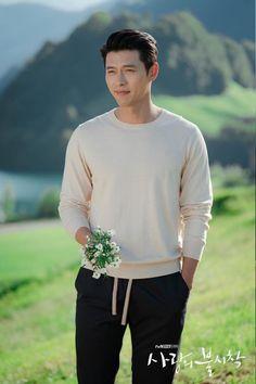 "tvN released a lot of lovely photo of the couple Hyun Bin and Son Ye Jin after happy ending in the drama ""Crash Landing On You"" Hyun Bin, Korean Men, Asian Men, Park Bogum, Scene Couples, Handsome Korean Actors, K Wallpaper, Jung Hyun, Kim Sun"