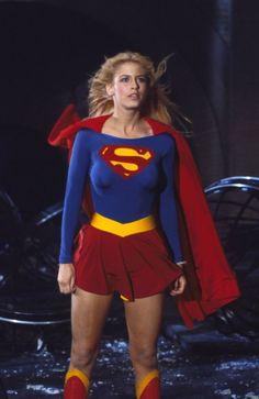Cosplay DC Comics in film - 1984 - Supergirl - Helen Slater as Supergirl Helen Slater Supergirl, Supergirl Movie, Supergirl Superman, Batwoman, Batgirl, Film Science Fiction, Lying Game, Superman Family, Female Superhero