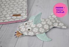 Blog - Stifteetui - kostenlose Anleitung zum Nachmachen! | byGraziela Textiles, Dinosaur Stuffed Animal, Sewing, Toys, Animals, Inspiration, Woman, Hair, Diapers