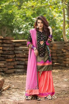 Zahra Ahmad Eid dresses have been revealed. New Eid collection includes short shirts, short frocks, peplums with sharara and gharara. Eid Dresses For Girl, Nice Dresses, Casual Dresses, Fashion Dresses, Dress Girl, Pakistani Models, Pakistani Couture, Pakistani Dresses Casual, Indian Dresses