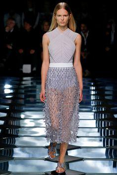 Sfilata Balenciaga Parigi - Collezioni Primavera Estate 2015 - Vogue
