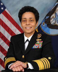 Carrière : les conseils d'une amirale américaine pour réussir dans un milieu masculin | Le Figaro Madame Le Figaro, Madame, Politics, Marine Corps, Middle, Manish, Tips