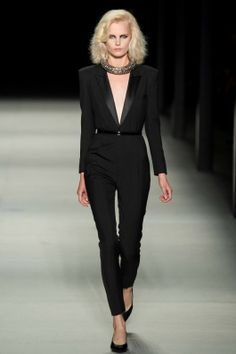 The cleavage is a fashion faux pas at the office, but it sure is a beautiful suit #workwear #office #suit Foto SLLZ2014 - Saint Laurent Lente/Zomer 2014 (40) - Shows - Fashion - VOGUE Nederland