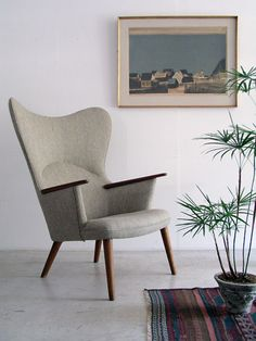 Mama Bear chair by Hans Wegner A sophisticated chair for the living room. Danish Furniture, Design Furniture, Chair Design, Cool Furniture, Entryway Furniture, Futuristic Furniture, Plywood Furniture, Luxury Furniture, Mid Century Modern Furniture