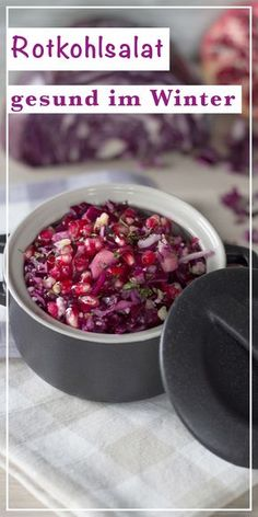 Winterlicher Rotkohlsalat mit Granatapfel Wintry red cabbage salad with pomegranate Red Cabbage Salad, Raw Food Recipes, Healthy Dinner Recipes, Crockpot Recipes, Chicken Recipes, Healthy Chicken, Winter Salad Recipes, Carrot Salad, Vegan Recipes