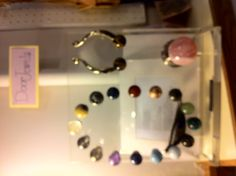 Awesome door and cupboard knobs made out of precious gemstones Cupboard Knobs, Making Out, Decorating Ideas, Gemstones, Awesome, Gems, Jewels, Minerals
