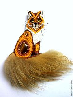 fox brooch by Lyub. Animal Jewelry, Jewelry Art, Beaded Jewelry, Baubles And Beads, Beads And Wire, Bead Embroidery Jewelry, Ribbon Embroidery, Brooches Handmade, Handmade Jewelry