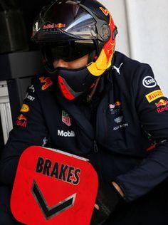 Mecánico de Red Bull Racing RB13  2017/03/07 para 2017/03/10  Circuit de Barcelona-Catalunya