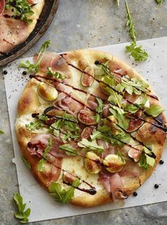 Arugula Fig Pizza - if you haven't tried this combo yet, now's the time! So scrumptious, and nothing beats a homemade pizza! | What's Gaby Cooking