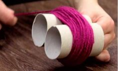 Fluffy: Make toilet paper rolls and wool a pompom carpet. Hall Carpet, Diy Carpet, Modern Carpet, Rugs On Carpet, Easy Yarn Crafts, Diy And Crafts, Patterned Carpet, Textured Carpet, Home Depot Carpet