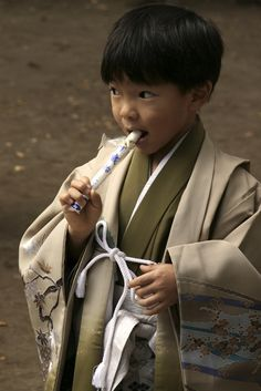 a festival (on November 15th) for children of three, five and seven years of age (or more exactly, for boys of three and five and girls of three and seven) Kids Around The World, We Are The World, People Of The World, Japanese Kids, Bless The Child, Japanese Outfits, Japanese Clothing, Rite Of Passage, Beautiful Children