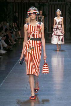 01-dolce-and-gabbana-spring-summer-2016-rtw-milan-fashion-week-show-yellow-dress-italia-love