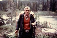 When it comes to style, there is no one as badass as Steve McQueen. A true icon of Americana, McQueen was known to be a rough and tumbl. Steven Mcqueen, Photo Steve Mcqueen, Steve Mcqueen Style, Hugh Holland, Alfred Hitchcock, Steeve Mac Queen, Cincinnati, Georgia, Steve King