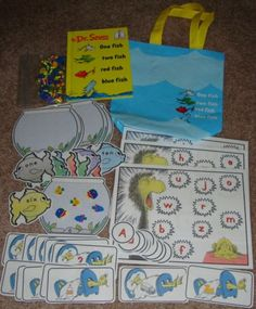 seuss literacy bag (for sale, not free) Literacy Bags, Preschool Literacy, Literacy Activities, Preschool Crafts, Literacy Centers, Kindergarten, Holiday Activities, Planning School, Dr Seuss