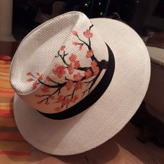 Painted Hats, Painted Clothes, Hand Painted, Stained Glass Mirror, Hat Decoration, Diy Hat, Fabric Painting, Decoupage, Pattern