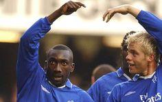 Jimmy Floyd Hasselbaink e Eidur Gudjohnsen, Chelsea Fc 2000 - 2001 Jimmy Floyd Hasselbaink, Chelsea Football Team, Soccer Stars, Nfl Team Apparel, Chelsea Fc, Green Bay Packers, Blues, Iceland, Legends
