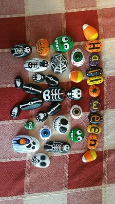 Colorful and Artsy Ideas for Painted Pebble and River Stone Crafts – Booo! Halloween – Colorful and Artsy Ideas for Painted Pebble and River Stone Crafts – Booo! Deco Haloween, Art Halloween, Halloween Rocks, Halloween Crafts For Kids, Stone Crafts, Rock Crafts, Fall Crafts, Holiday Crafts, Arts And Crafts