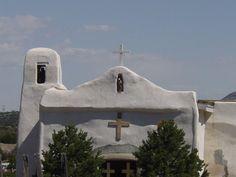 Golden, New Mexico. En esta capilla estuve la virgen que ahora está en la Catedral de Santa Fe, Nueva México. Una virgen que trajeron de México con carreta hacia fines de los 1700.