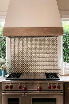 Kitchen Remodeling Trends 7 Kitchen Design Trends That Are Poised to Be Huge in 2018 Luxury Kitchen Design, Best Kitchen Designs, Luxury Kitchens, Cool Kitchens, Outdoor Kitchens, Countertop Makeover, Diy Countertops, Kitchen Decor Items, Kitchen Themes