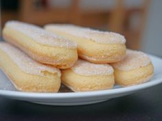 Ladyfingers are a small, delicate sponge cake biscuit used in desserts such as tiramisu. They are also known as savoiardi, biscotti di Savoia, or sponge fingers. Dump Cake Recipes, Baking Recipes, Cookie Recipes, Dessert Recipes, Dessert Ideas, Cake Ideas, Biscuit Cookies, Biscuit Recipe, Cake Cookies