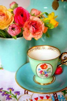 Tea Cup & Flowers ~ Mary Wald's Place - Madelief - love the bright colors! Vintage China, Vintage Tea, Teapots And Cups, Teacups, Vintage Gardening, Afternoon Tea Parties, Tea Cup Set, Tea Sets, China Patterns