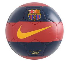 Sound Tips To Be A Better Football Player. Football is fascinating, and there are a lot of different skills and techniques you can find out about and take to the field. Fc Barcelona, Barcelona Football, Nike Soccer Ball, Nike Football, Messi, Best Football Players, Sports Photos, Neymar Jr, Beautiful Clothes